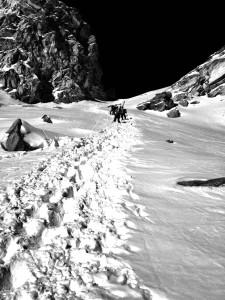 L'impegnativa salita fino al colle del ghiacciaio Des Luettes Econdues